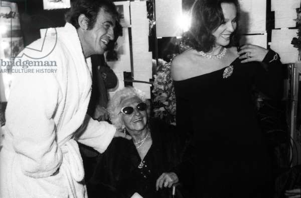 """Jean Paul Belmondo after the Premiere of the play """"Kean"""" at the Theatre Marigny with her mother Madeleine Raynaud Richard, Paris, October 1986 (photo)"""