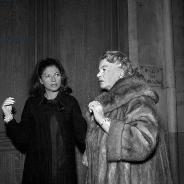 Princess Soraya (former queen of Iran) and her mother Eva Klein on holiday in Saint-Moritz, 29 December 1958 (photo)