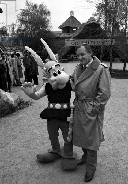"""Albert Uderzo with Asterix at opening of the """"Parc Asterix"""", in Plailly, Oise, France, 19 April 1989 (photo)"""