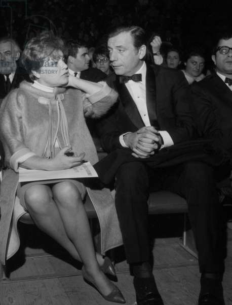 Simone Signoret and Yves Montand at the Concert of Harry Belafonte, Paris, 28 March 1966 (photo)
