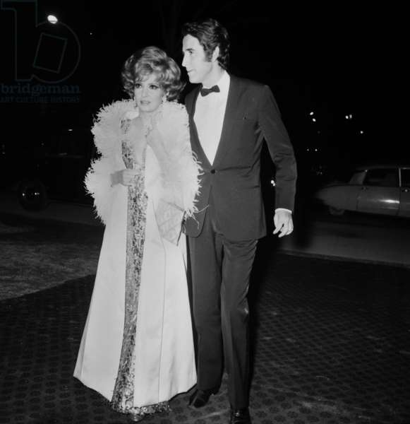 """Gina Lollobrigida and Jacques Chazot arriving at the Premiere of the film """"Oliver Twist"""", 5 December 1968 (photo)"""