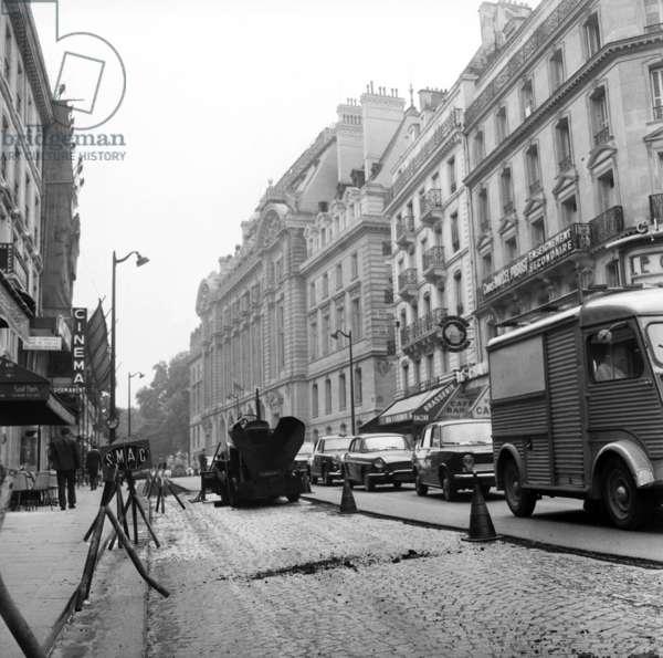 Asphalt over cobblestone, works in the Rue des Ecoles, Paris, 1 August  1968 (photo)