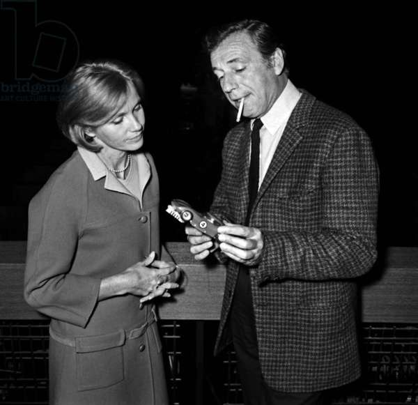 Yves Montand and Eva Marie Saint in Miniland, Paris, 7 March 1967 (photo)