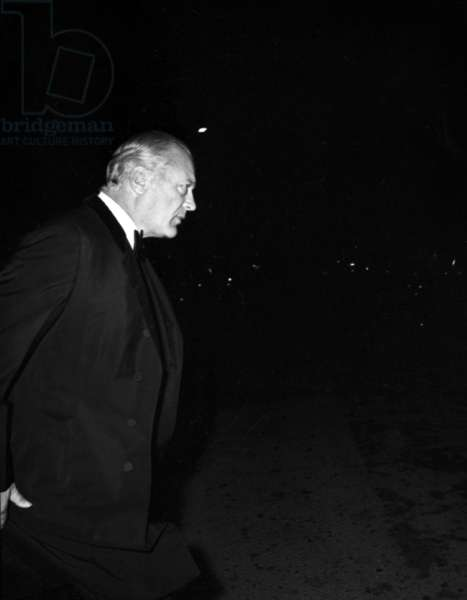 Curd Jurgens arriving at party given by the Patinos, 18 October 1967 (photo)