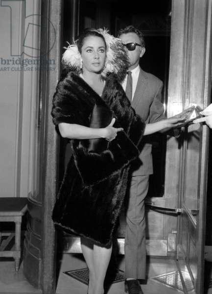 Elizabeth Taylor and Richard Burton, Paris, 9 October 1964 (photo)