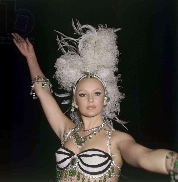 Maja Hafernik dancing at the Lido in Paris, 4 September 1969 (photo)