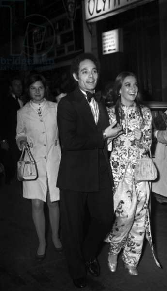 Joel Grey and Natalie Wood at the Premiere of at the Olympia, Paris, on September 18, 1972 (photo)