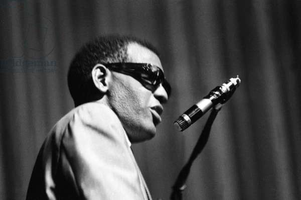 Ray Charles on the stage at the Olympia, Paris, 5 August 1964 (photo)
