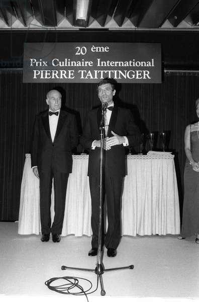 "Pierre Christian Taittinger et Francois Leotard at prize giving (""prix culinaire international Taittinger"") November 19, 1986 (b/w photo)"