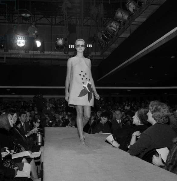 Fashion by Jacques Esterel, Paris, 23 January 1966 (photo)