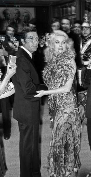 Marcello Mastroianni and Catherine Deneuve arriving at gala of artists, Paris, 21 June 1974 (photo)