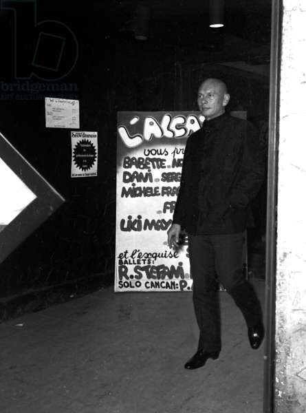 Yul Brynner at the opening of Alcazar, Paris, 17 December 1968 (photo)