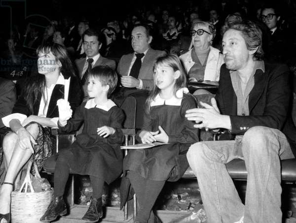 Jane Birkin and Serge Gainsbourg With Their Daughters Charlotte and Kate at Premiere of Moscowcircus in Paris on November 9, 1976 (b/w photo)