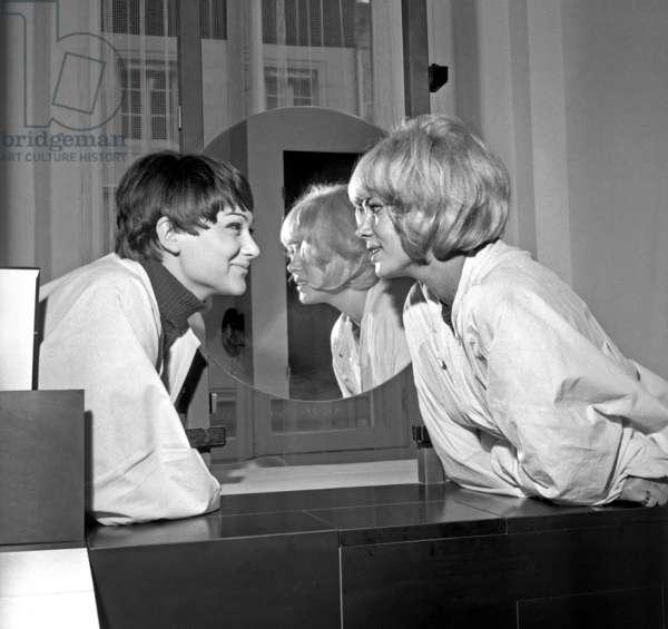 Sisters Sylviane and Sophie Agacinski at a Beauty Salon in Paris, 16 July 1966 (photo)