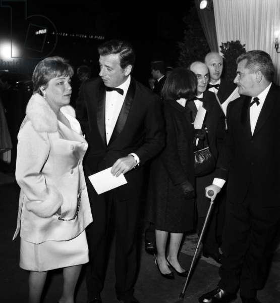 "Simone Signoret and Yves Montand arriving at the Premiere of the film ""Grand Prix"" at the Empire Theatre, Paris, 10 March 1967 (photo)"