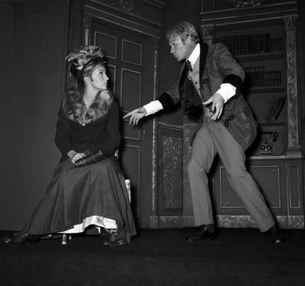 "Caroline Cellier and Pierre Vaneck in the play ""Pygmalion"" in Paris, 14 September 1967 (photo)"