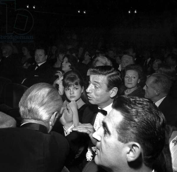 """Catherine Allegret and her stepfather Yves Montand at the rehearsal of the play """"Les petits renards"""", Paris, 28 November 1962 (photo)"""