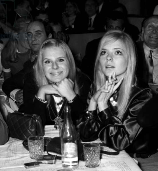 France Gall and her double Christine Hellgren at the Alcazar, Paris, 7 March  1969 (photo)