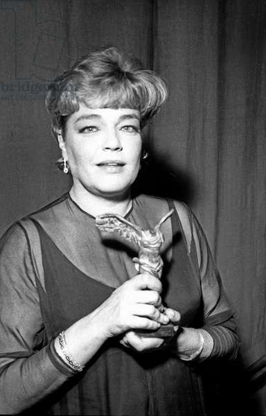 French Actress Simone Signoret receiving a prize during the Night of Cinema, Paris, 18 December 1964 (photo)
