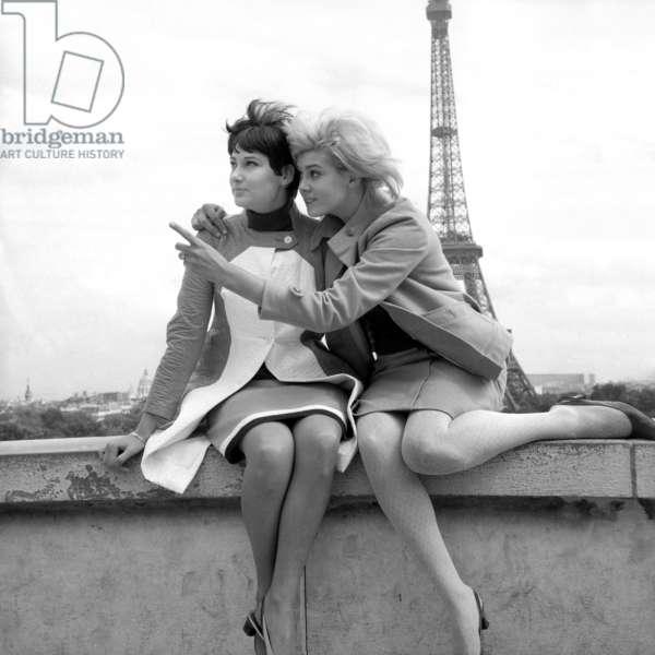 Sisters Sylviane and Sophie Agacinski at Trocadero, Paris, 16 July 1966 (photo)
