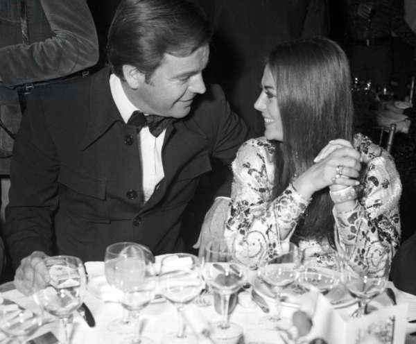 Robert Wagner and Natalie Wood during the dinner after the Concert of SylvieVartan, Paris, 18 September 1972 (photo)