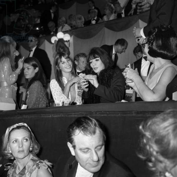 Jane Birkin and Juliette Greco at the Gala of the Union of Artists, Paris, 25 April 1969 (photo)