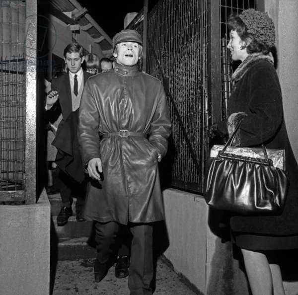 Rudolf Noureyev leaving the Palais des Sports, Australian Ballets, Paris, 25 December 1965 (photo)