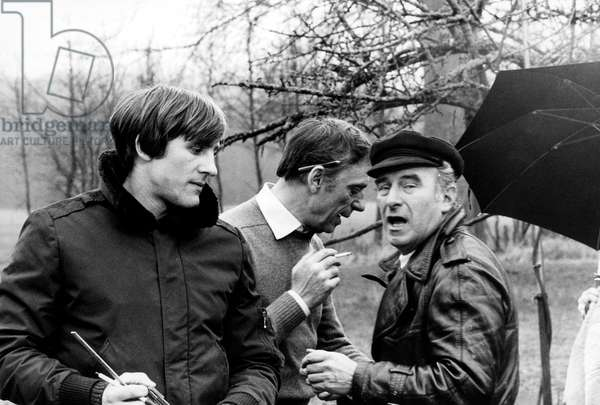 """Gerard Depardieu, Yves Montand and driector Claude Sautet on the set of the film """"Vincent, Francois, Paul and the Others"""", 13 March 1974 (photo)"""