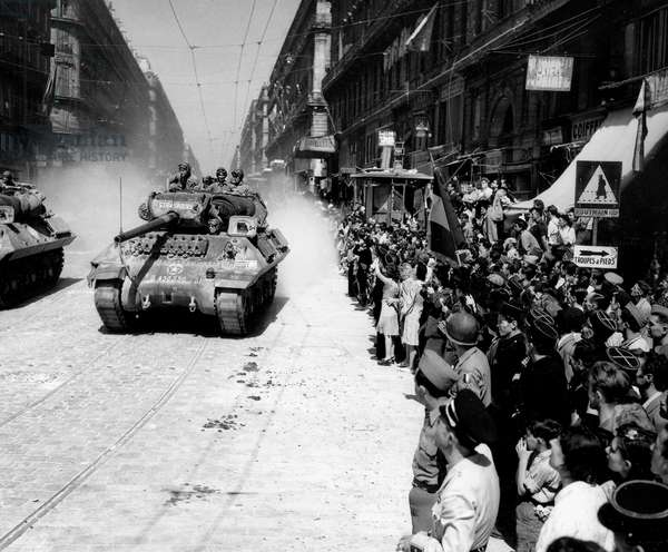 Liberation of Marseille : August 29, 1944 : parade of the tanks of 9th regiment of tanks destroyers du 9eme regiment of chasseurs of Africa