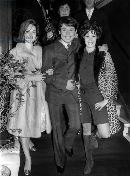 Spanish singer Raphael with Iran Eory (left) and Conchita Velasco arriving at the Calderon Theatre in Madrid for the traditional Christmas festival on December 25, 1967