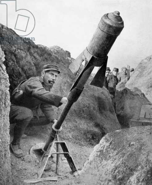 French artillery : a big gun in a trench, 1915