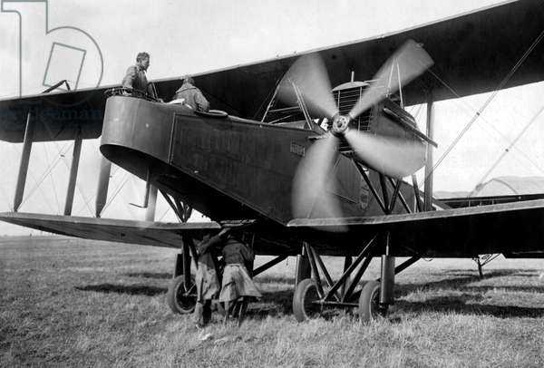 Handley Page 0-400 airplane, bomber converted into transport aircraft ww1