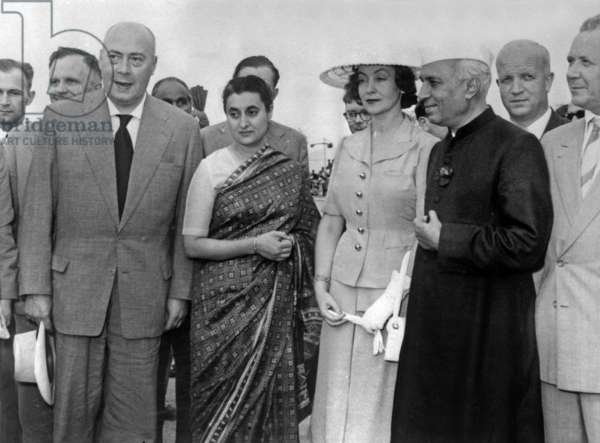Visit of polish Prime Minister Jozef Cyrankiewicz and his wife in India, in presence of Indira Gandhi and her father Jawaharlal Nehru, March 28, 1957