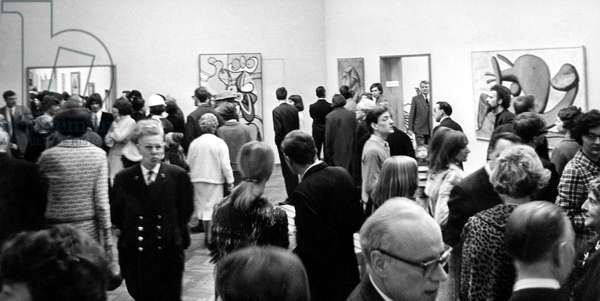 Exhibition of Pablo Picasso's paintings in Amsterdam March 1967 (b/w photo)
