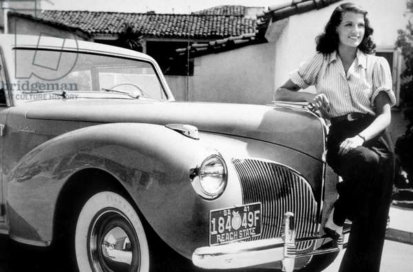 Rita Hayworth in front of a Delahaye 135 MS Figoni. Debut years 1940