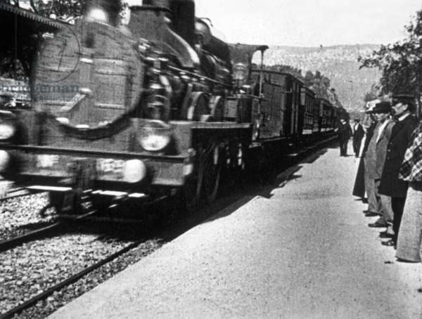 Arrival of a Train at a Station (the arrival of a train at La Ciotat, France), 1895 : 1st movie (birth of cinema) by brothers Louis and Auguste Lumiere
