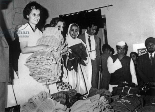 Indira Gandhi and clothes must be sent to Indian soldiers, November 1962