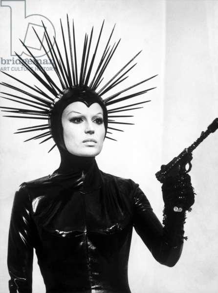"""Le Streghe (Les Sorcieres) segment """"La Strega bruciata viva"""" de Luchino Visconti avec Silvana Mangano 1967"""