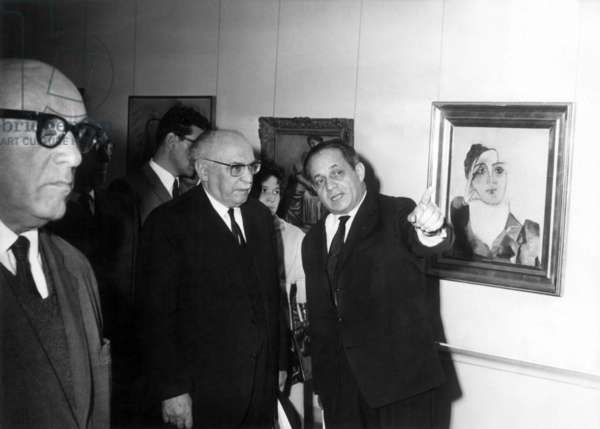 President Shazar and Gamzu at the exhibition Picasso left Namis Mayor of Tel Aviv on January 6, 1966 in Tal Aviv