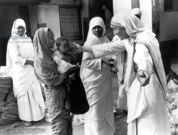 Mother Teresa (1910-1997) peace Nobel prize in 1979, her with underpriviledged people of Calcutta in the 70's