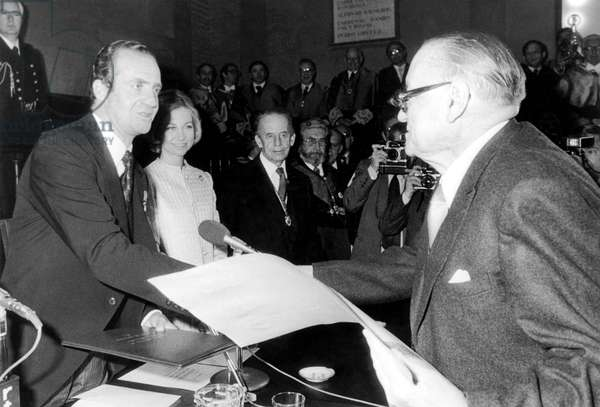 Alejo Carpentier with King  Juan Carlos of Spain and Queen Sofia during giving of Cervantes prize April 4, 1978