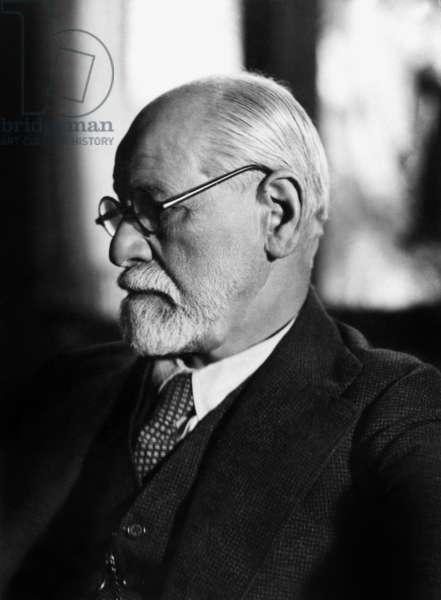 Austrian psychoanalyst Sigmund Freud (1856-1939) in 1925