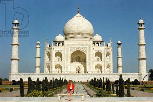 Diana, Princess of Wales (1961-1997) outside the Taj Mahal in India, fabruary 14, 1992