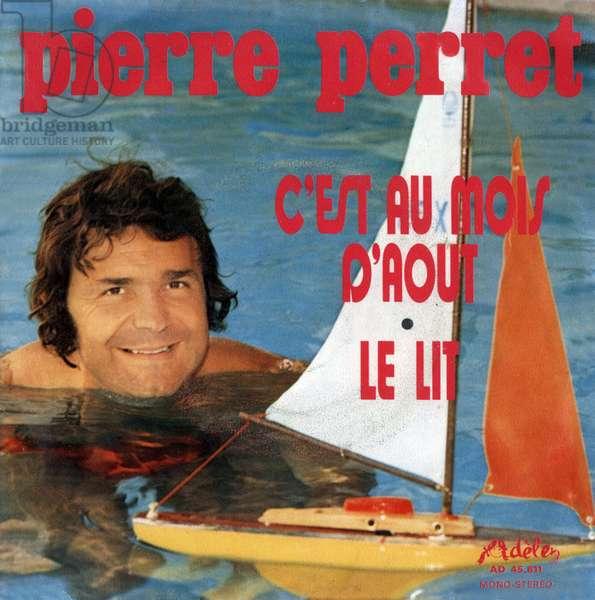 """45 rpm vinyl record pouch """"C est au mois d augout"""" and """"Le lit"""" by Pierre Perret 1972"""