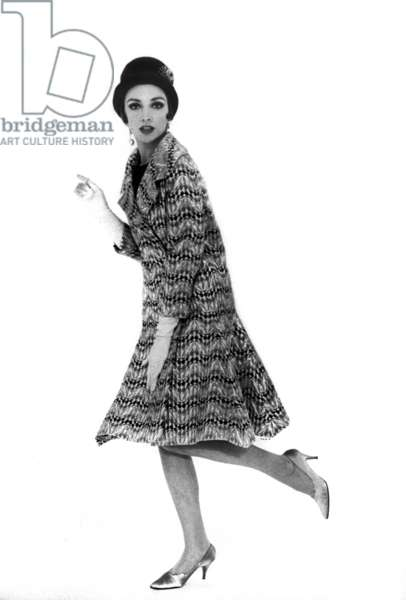 Presentation in February 1961 of fashion by Nina Ricci for spring-summer 1961 : cocktail coat