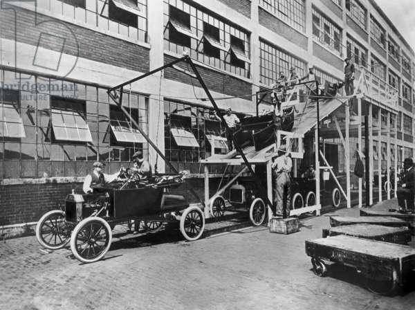 Ford car fActory in Highland Park, Detroit, Michigan in 1914: last stage of model T assembly line conceived by Henry Ford