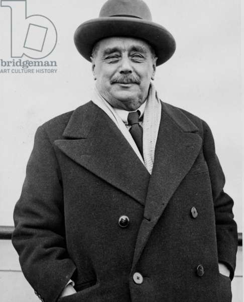Herbert George Wells upon his arrival in New York City, aboard the S.S. Bremen,