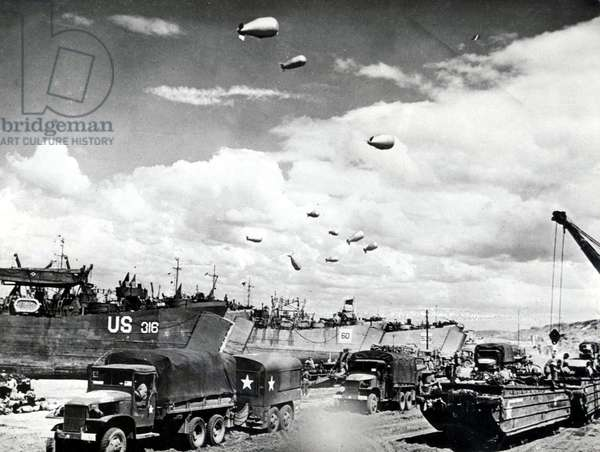 Allied equipement (ships, tank, trucks) which are goingin France, ww2