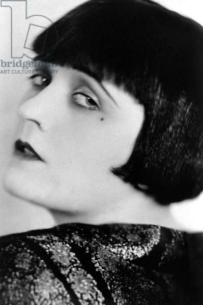 Pola Negri (1894 - 1987) with an urchin cut, 1921