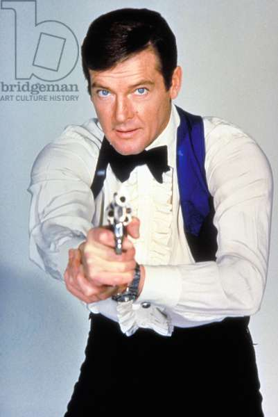 Live and let die by Guy Hamilton with Roger Moore (James Bond 007, watch Seiko, gun Colt Detective Special) in 1973